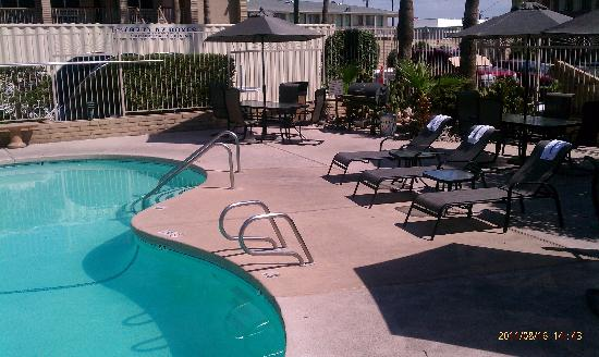 Quality Inn & Suites Phoenix NW-Sun City: new pool chairs