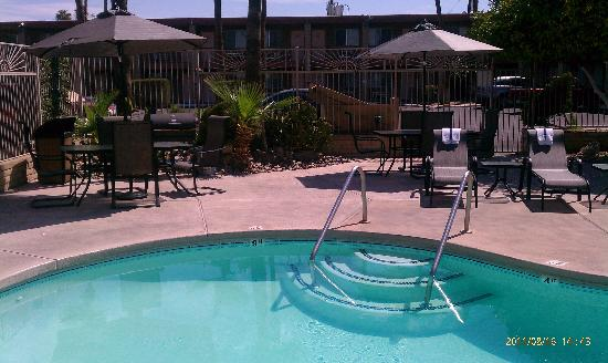 Quality Inn & Suites Phoenix NW-Sun City: Relax in our new chairs by the pool
