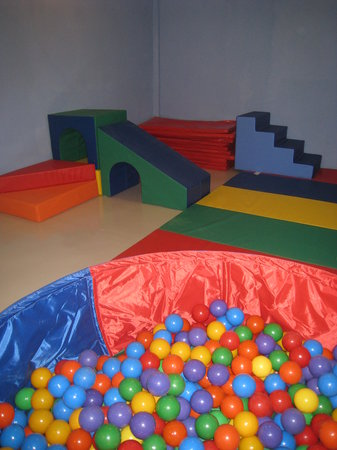 Roombo: A Place for Kids: Toddler Gym