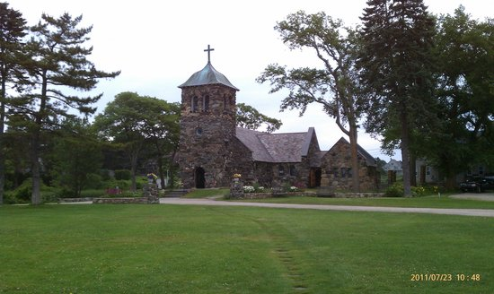 Kennebunkport, ME : Front view of St Ann's