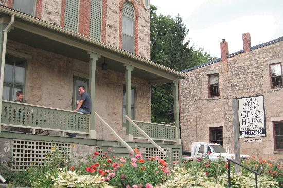 Abe's Spring Street Guest House: Front view of Abe's & the porch to Rudolph's Retreat Room