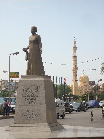 Zamalek (Gezira Island): una vera e propria istituzione in Egitto...e le hanno dedicato una statua..e non solo...