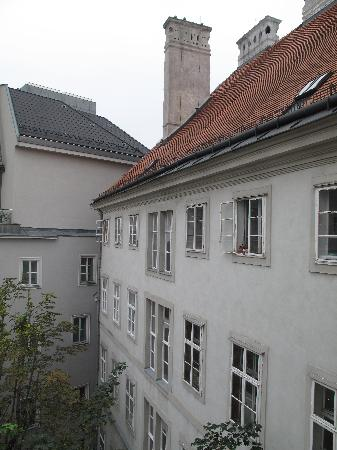 Benediktushaus Guest House: The view from our window into the quiet coutyard