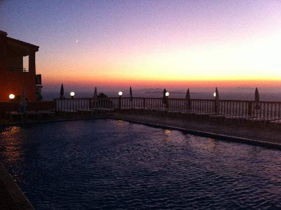 Romanza Hotel: One of the many beautiful sunsets!