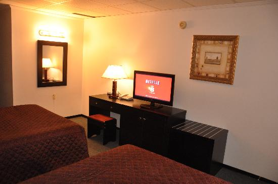 Alpine Inn & Suites: single room