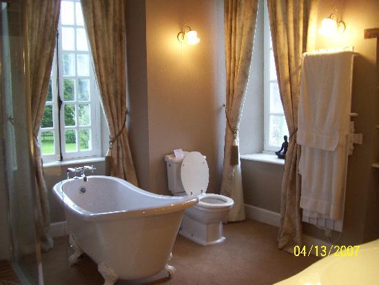 Le Manoir de Herouville: Another bathroom