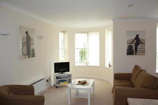Town or Country Serviced Accommodation : The Lounge area of Osborne House