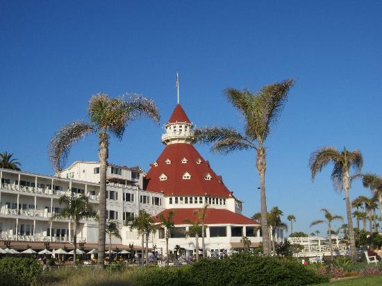 Hotel Del Coronado from the front