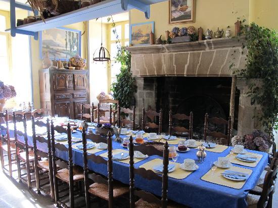 Landudec, France : Table d'hôte pour le petit déjeuner