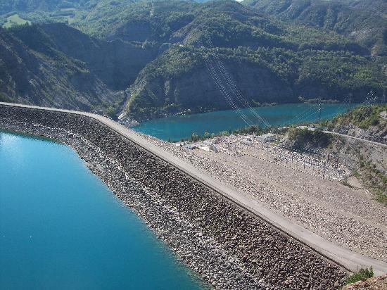 Les flots bleus : le barrage