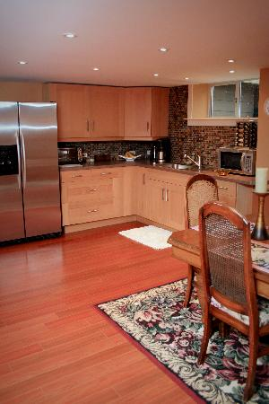 The Marina B & B: Kitchen area for BB guests