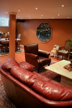 The Marina B & B: living room area