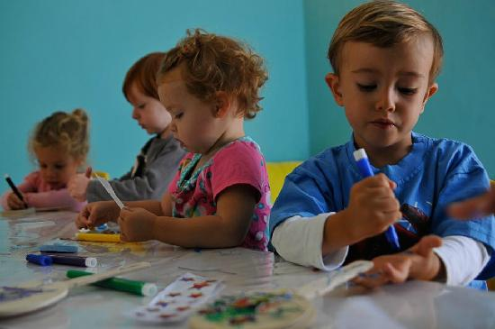 Roombo: A Place for Kids: Art for Tots