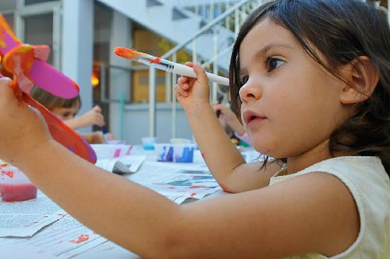Roombo: A Place for Kids: 3 yr old Art Class