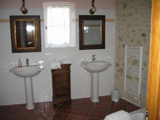Cote Jardin: Salle de bain