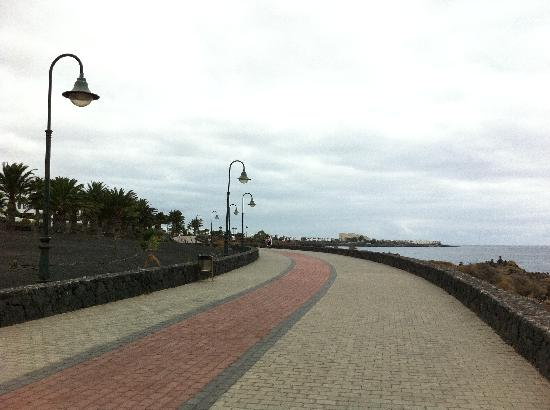 Occidental Lanzarote Mar: Promenade walk to Costa Teguise