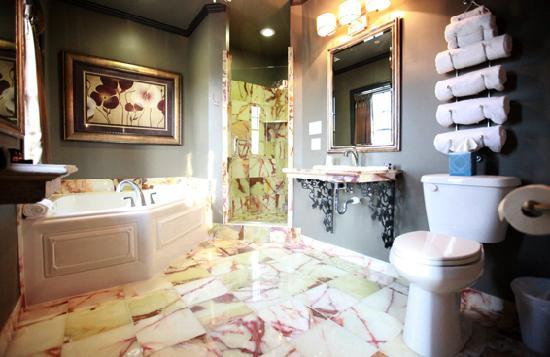 The Campbell Hotel: Renaissance Suite Bath