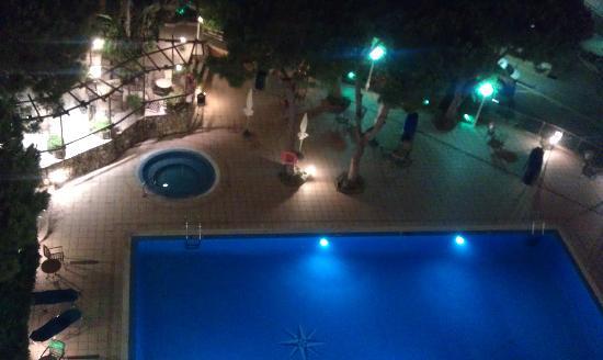 Las Vegas Hotel: The pool at night.