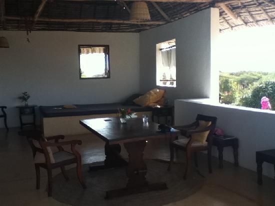 Mkoko House: dining room