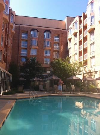 Sandy Springs, GA: indoor/outdoor pool just great!