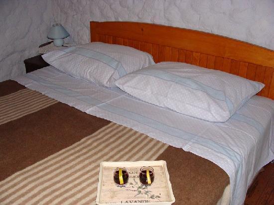 Agrotourism Kalpic b&b: habitación amplia, detalles sencillos