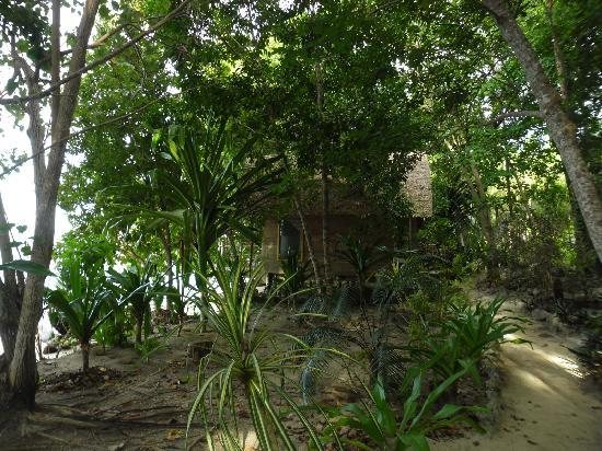 Sanbis Resort: rooms tucked away along the beach