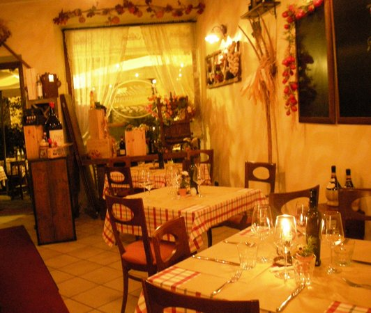 Trattoria Aldente: Il locale all'interno