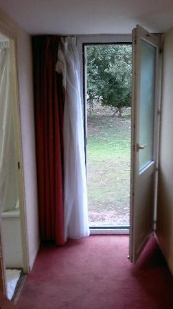 Kyriad Amiens Nord : door/window to the garden