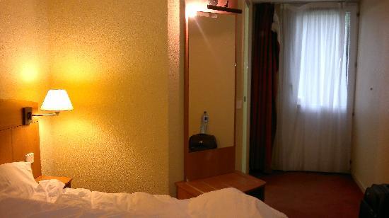 Kyriad Amiens Nord : room