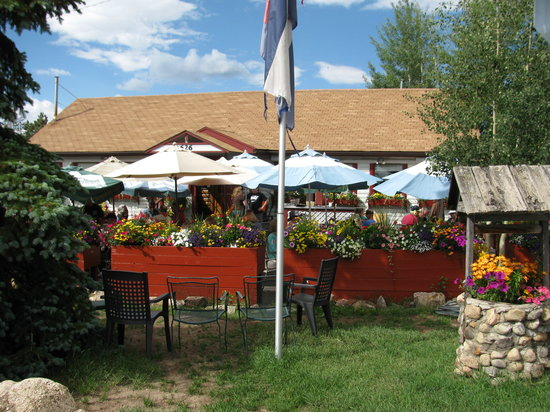Arapahoe Cafe & Pub : Arapahoe Cafe's patio