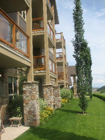 Predator Ridge Resort: balconies