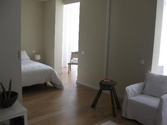 DestinationBCN Apartment & Rooms: Ghost