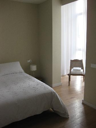 DestinationBCN Apartments & Rooms: Ghost bedroom 1
