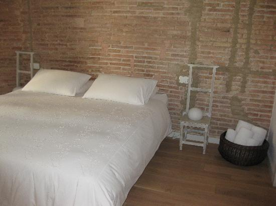 DestinationBCN Apartment Suites: Ghost bedroom 2