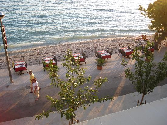Hotel Saudade: Set for dinner