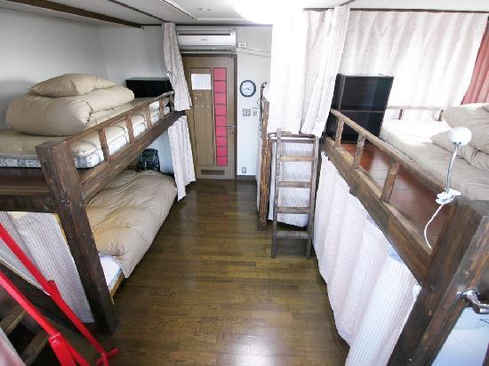 J-Hoppers Kyoto Guest House: 【女性専用ドミトリー】 (6人部屋) ★無線LAN無料接続 ★ベッドライト・カーテン有り