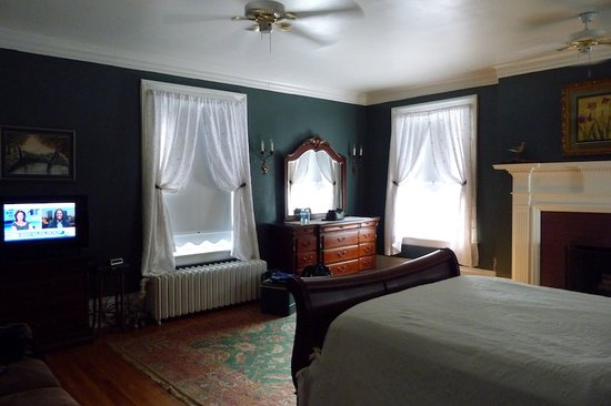 White Gate Inn: The Master Suite - Bedroom
