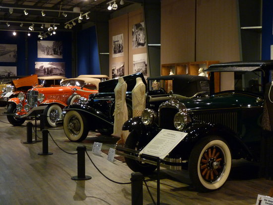 Fountainhead Antique Auto Museum: cars everywhere