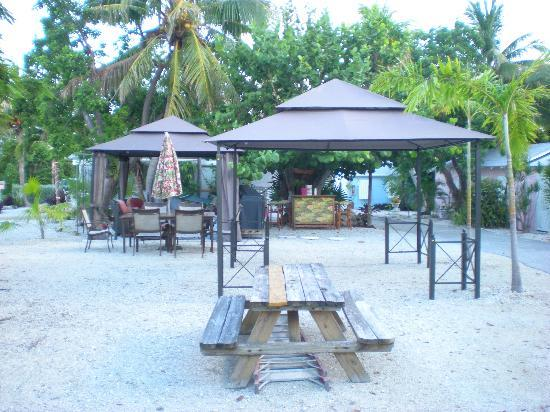Tropical Cottages: outside area