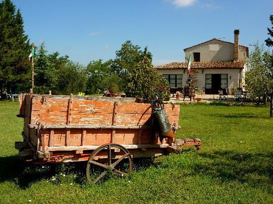Agriturismo Il Vecchio Maneggio: Il Vecchio Maneggio main building and grounds