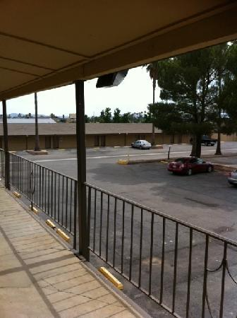 Americas Best Value Inn - Sun City : The dilapidated building is to the right, out of camera shot