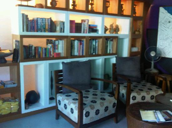 Mango Tree Place - Townhouse 1934: Library and reception, very nice feeling here.