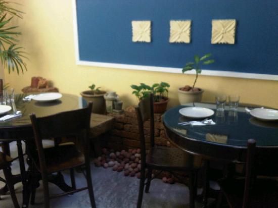 Mango Tree Place - Townhouse 1934: Breakfast room,