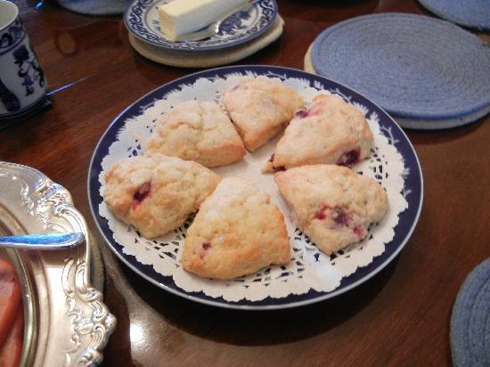 Inn at Glendyer : Scrumptious fresh-baked scones!