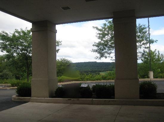 Hampton Inn Bloomsburg: Scenery at Entrance