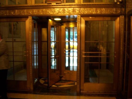 The Sherry-Netherland Hotel: Hotel entrance