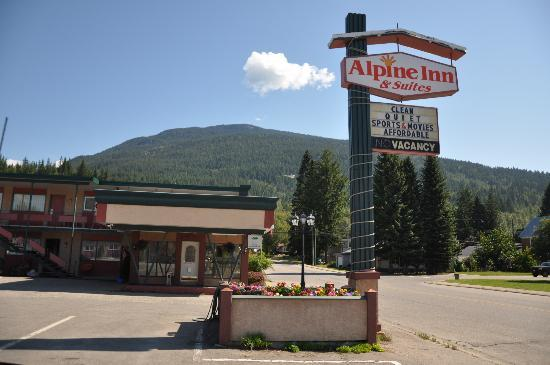 Alpine Inn & Suites: outside
