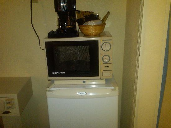 Quality Inn & Suites Civic Center: Ancient Microwave