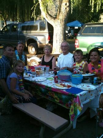 Nk'Mip Campground & RV Resort: Our celebration dinner at campsite