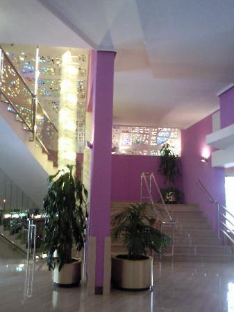 Servigroup Castilla : Escaleras de entrada